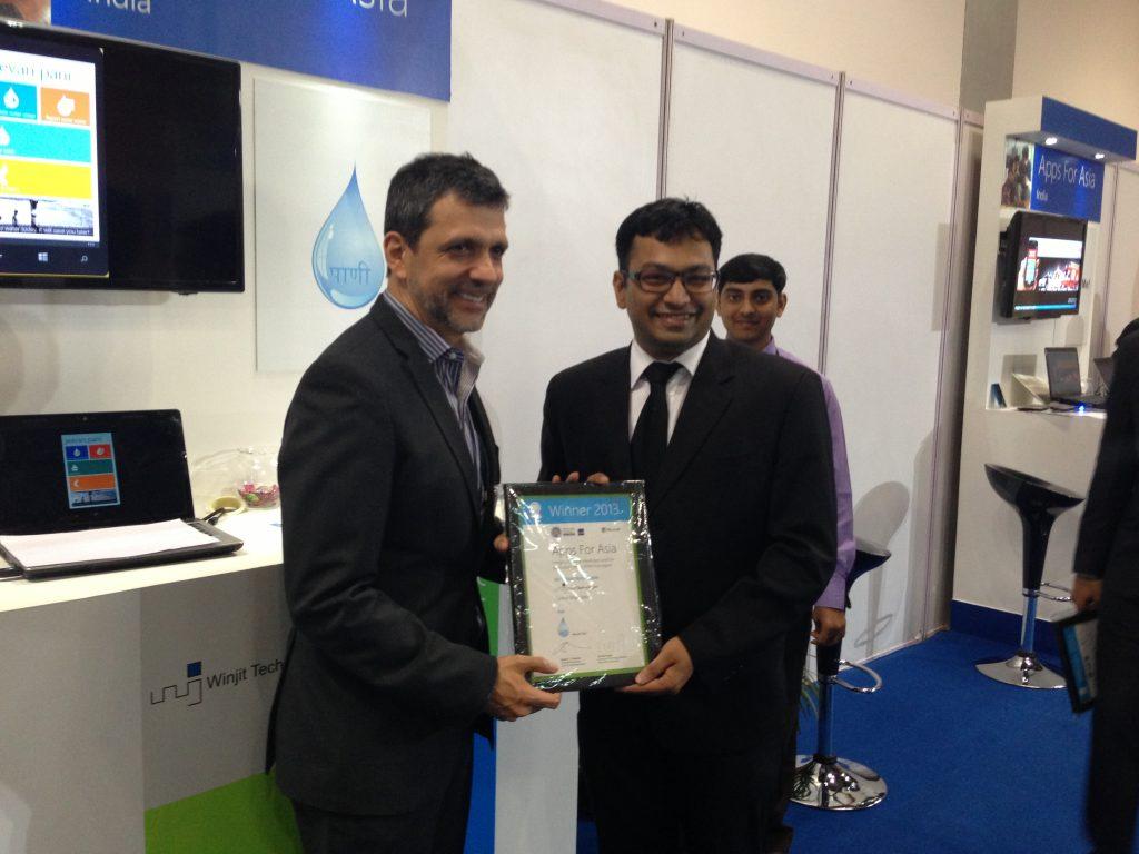 Orlando Ayela - Chairman of Emerging Markets, Microsoft Corp awarding Vignesh Iyer, VP of Winjit Technologies